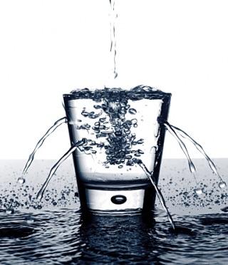 心は目に見えないコップのようなもの。苦しみが溜まっていくと溢れかえります。