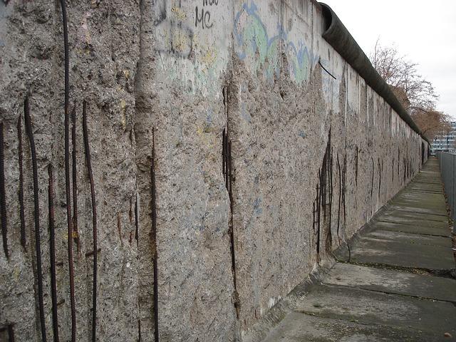精神障害者は壁の向こう側の人なのか?